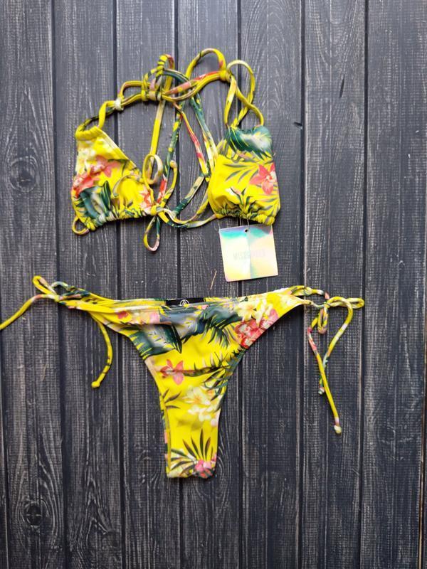 Купальник на завязках бразилиано в тропический принт missguided