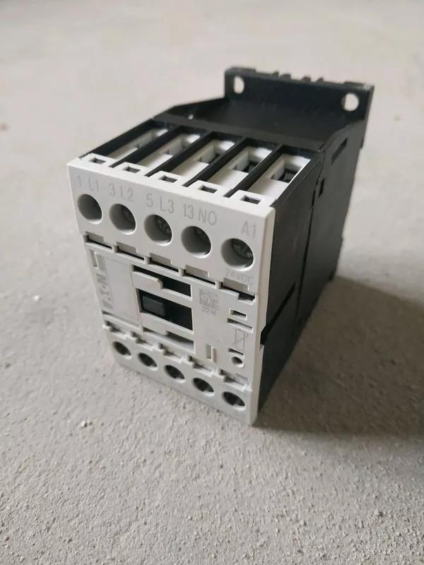 Контактор Eaton DILM7-10 (24VDC)