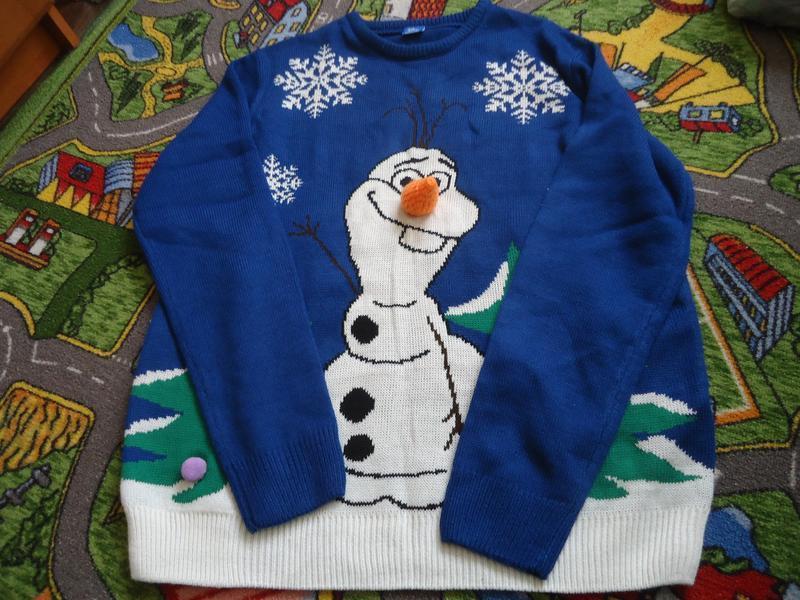 Новогодний свитер с снеговиком