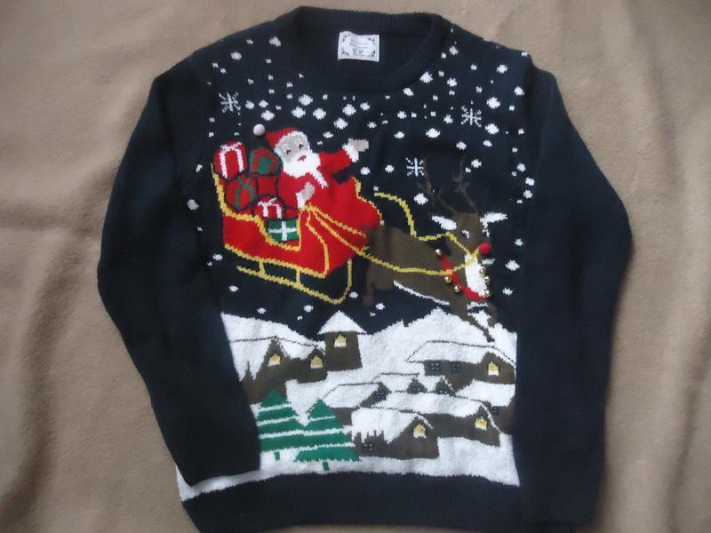 Новогодний свитер. светится
