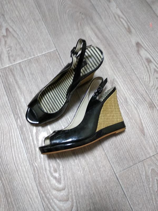 Босоножки туфли открытый носок на танкетке