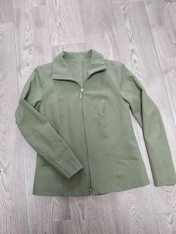 Симпатичный лёгкий пиджак жакет на змейке молнии
