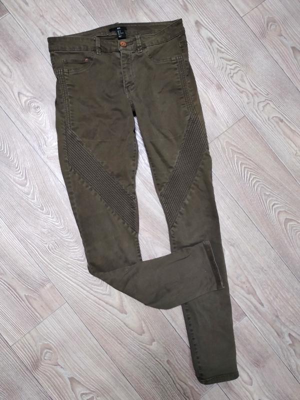 Джинсы модные узкачи стрейчевые цвета хаки