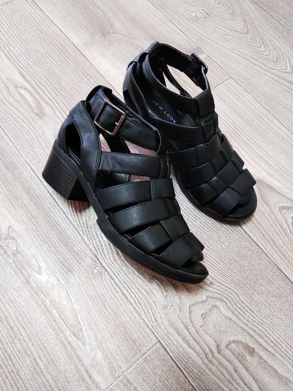 Крутые босоножки сандалии удобные