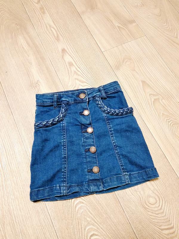Модная джинсовая юбка на пуговках пуговицах
