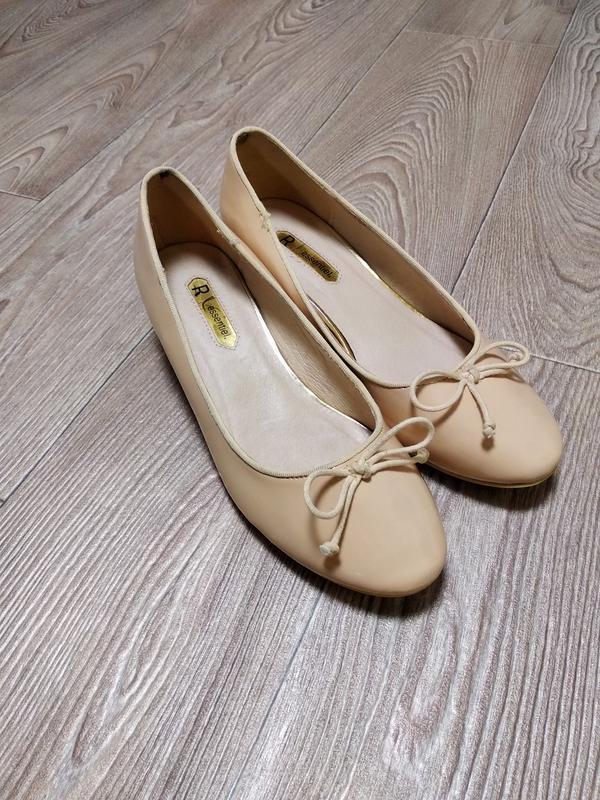 Туфли лаковые нюдовые на небольшом каблуке каблучке антистресс