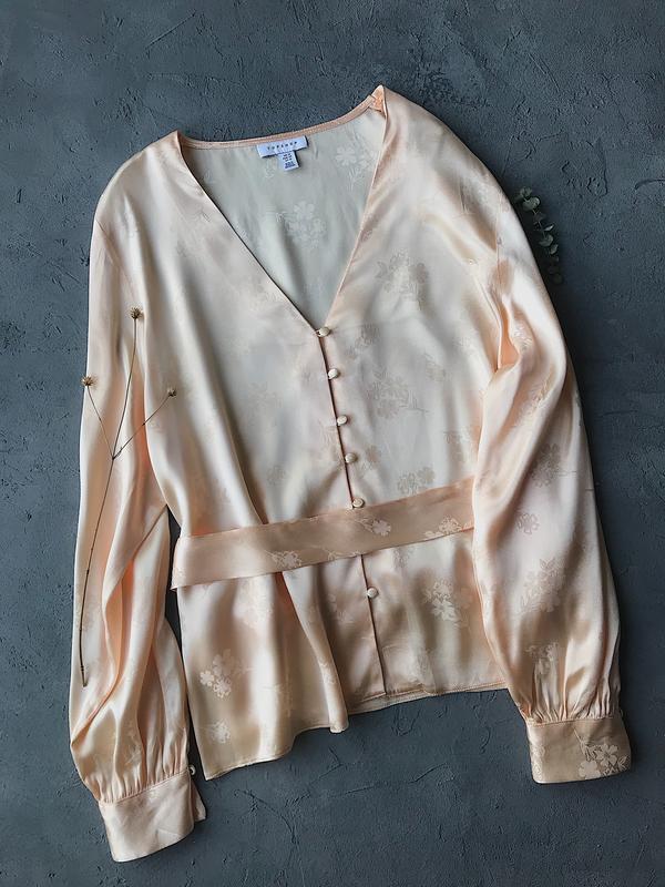 Сатиновая блуза с поясом topshop