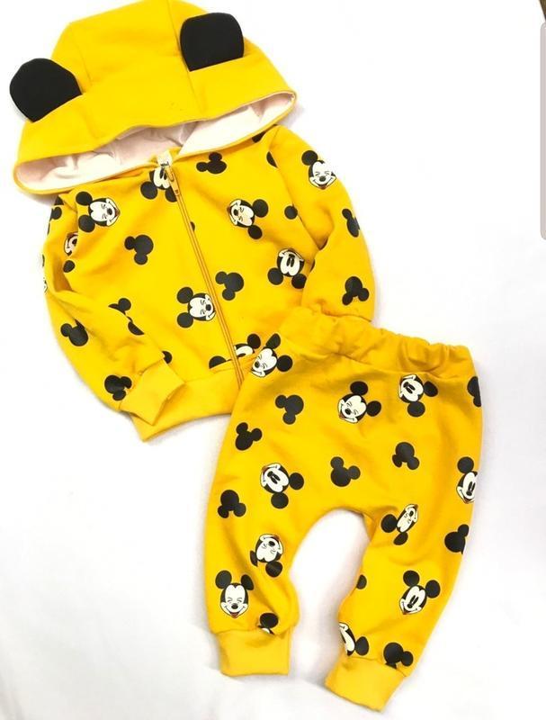 Яркий костюм для малышей с микки маусами