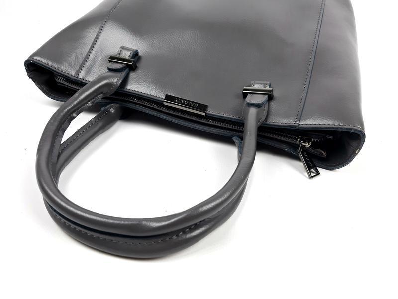 Женская вместительная кожаная сумка серая - Фото 2