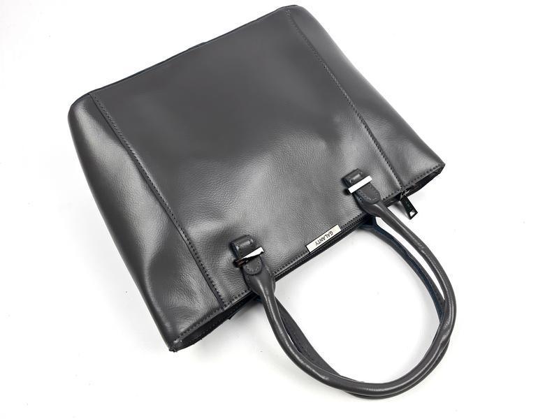 Женская вместительная кожаная сумка серая - Фото 4