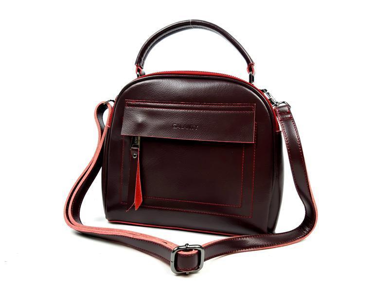 Женская кожаная сумка бочонок бордового цвета - Фото 2