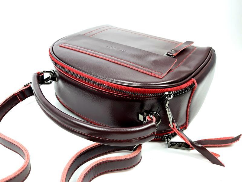 Женская кожаная сумка бочонок бордового цвета - Фото 10
