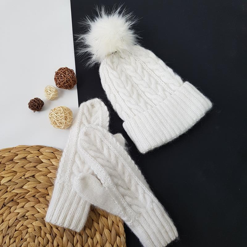 Белый набор шапка и варежки мохер