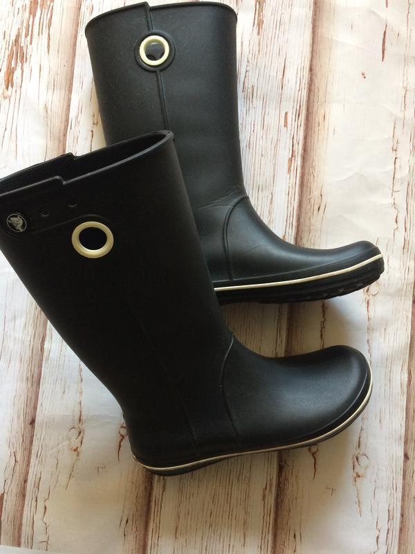 Высокие сапожки crocs на дождь