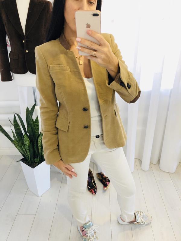 Жокейский велюровый пиджак в карамельном цвете