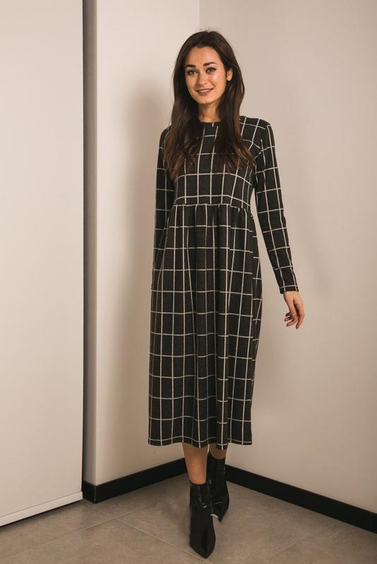Трикотажное длинное платье в клетку