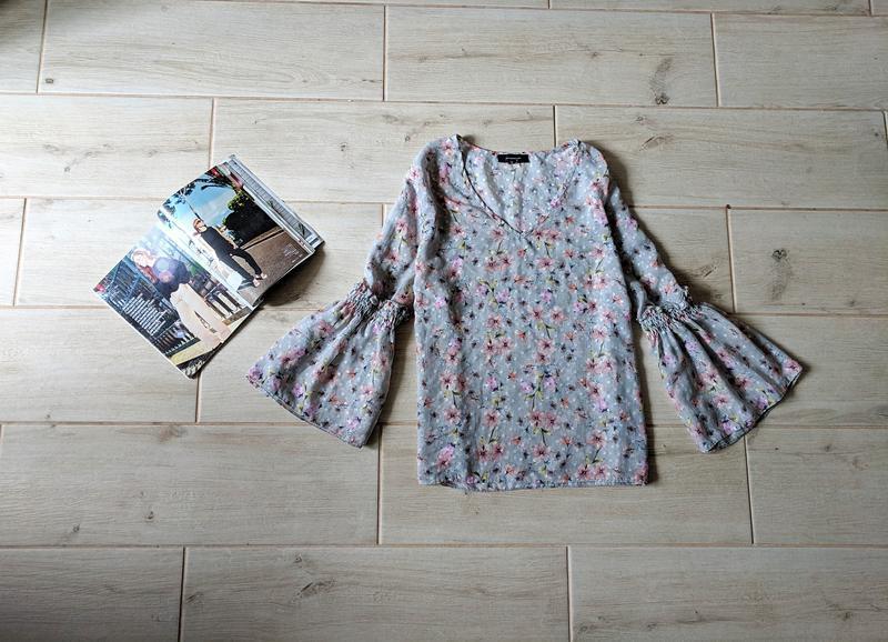 Нежная шифоновая блуза блузка с расклешенными рукавами в цвето...