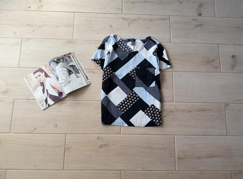Стильная футболка в орнамент с кармашком р. m l