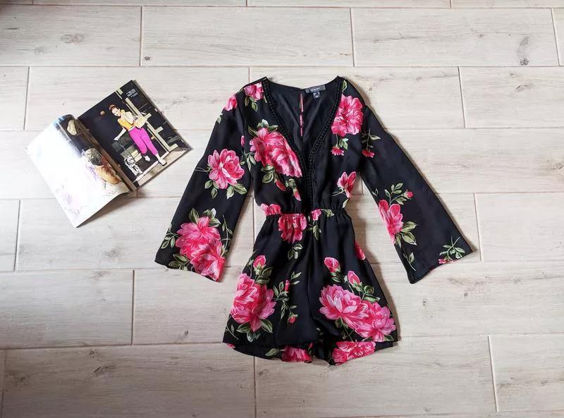 Красивый шифоновый ромпер комбинезон шортами в цветочный принт...