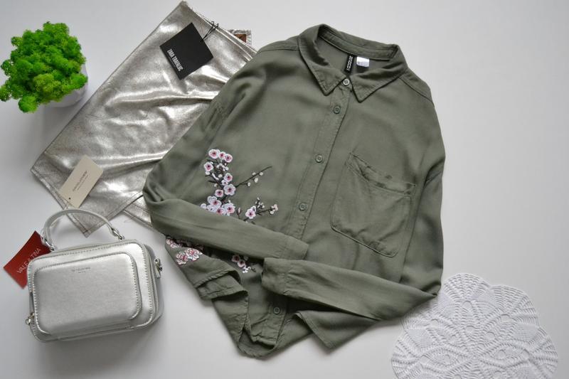 Блуза кольору хакі divided