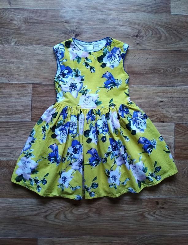 Пышное нарядное платье в цветах