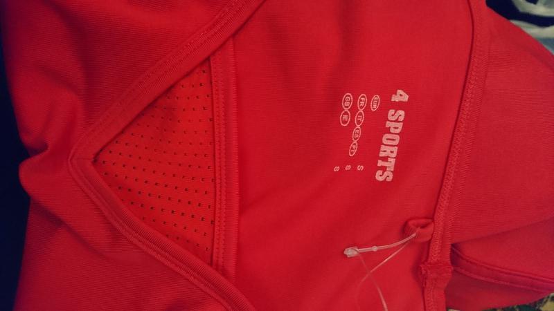 Спортивная футболочка красного цвета - Фото 2
