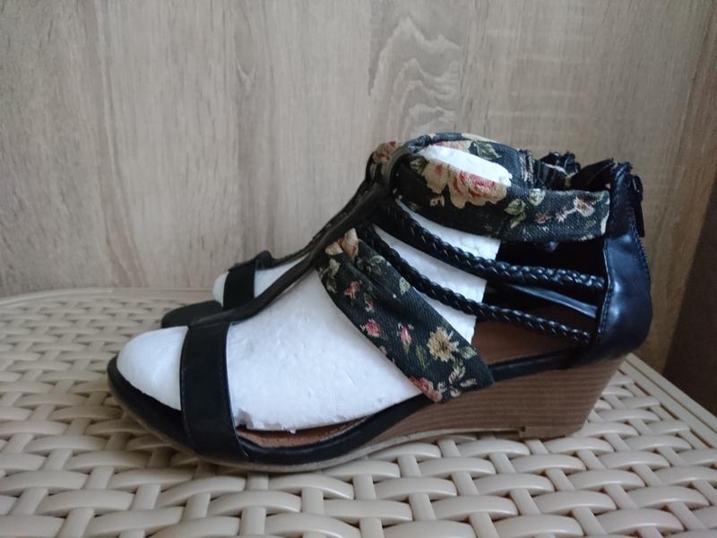 Распродажа! отличные босоножки, сандали