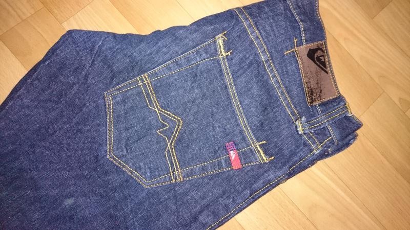 Темные мужские джинсы