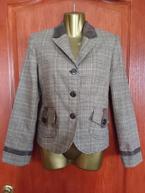 Стильный клечатый пиджак