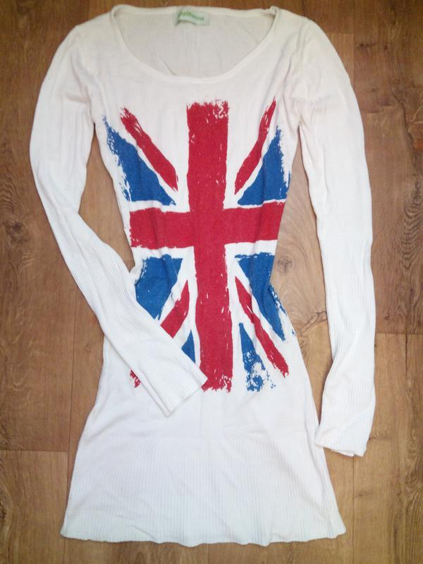 Белое платье с флагом