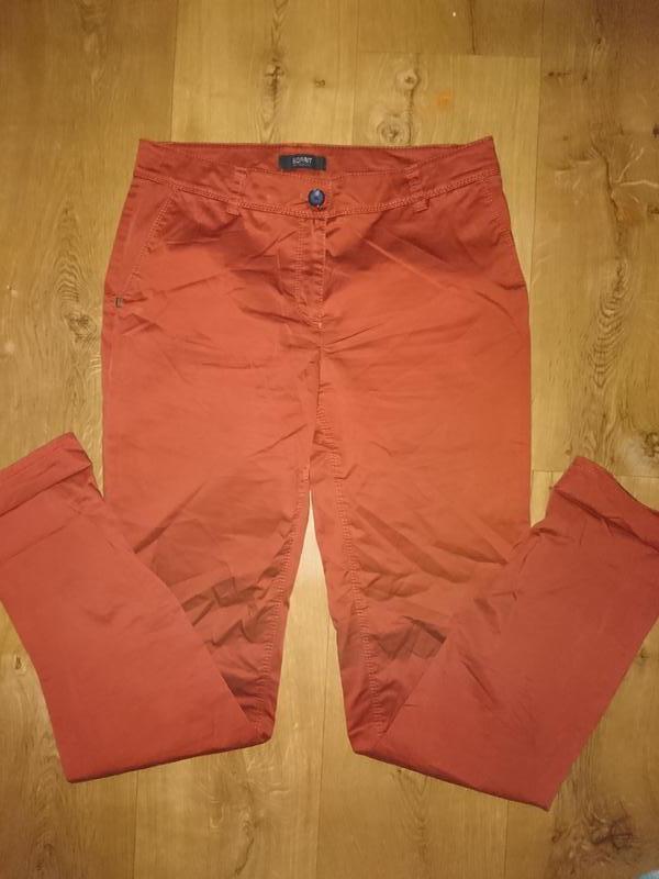 Брюки, джинсы кирпичным цветом esprit