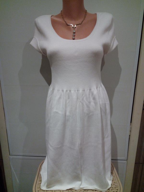 Нежное, красивое вязанное белоснежное платье