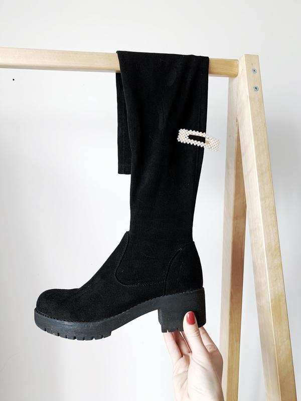 Чорні ботфорди на низькому каблуку