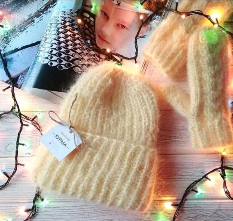 Зимний комплект шапка и варежки