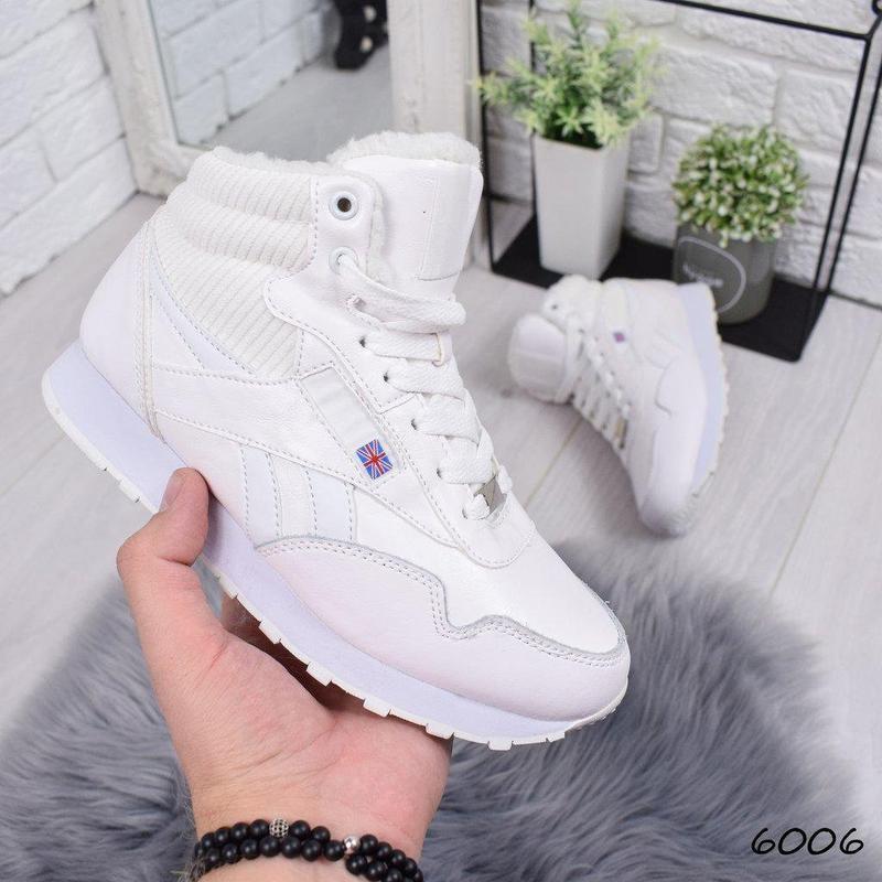 Зимние белые кожаные кроссовки с мехом внутри
