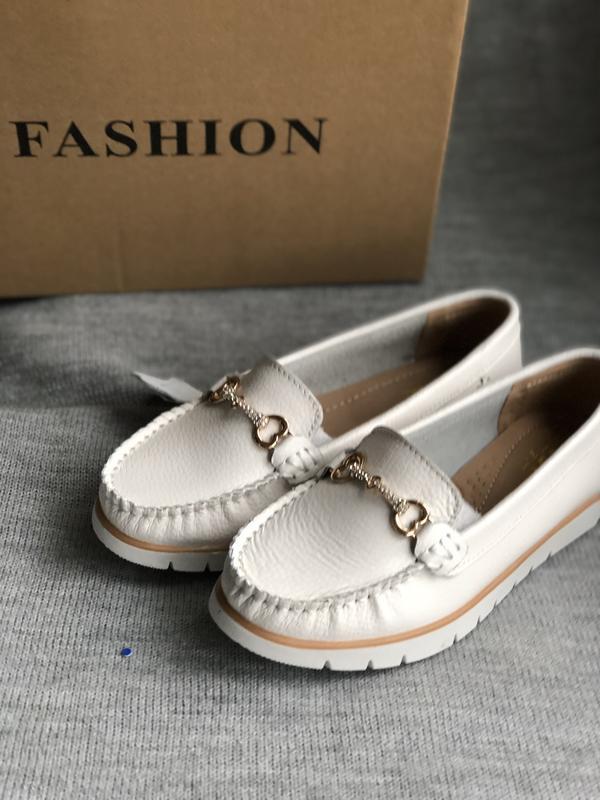 Туфли лоферы белые, мокасины из натуральной кожи