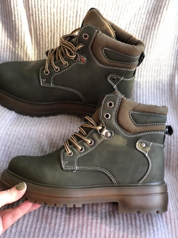 Оливковые зимние ботинки