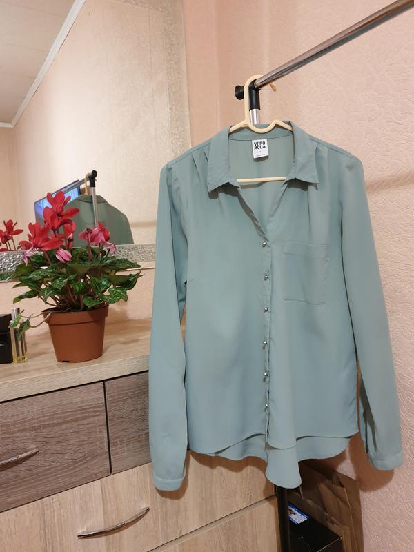 Красивая блуза бледно - бирюзовый цвет