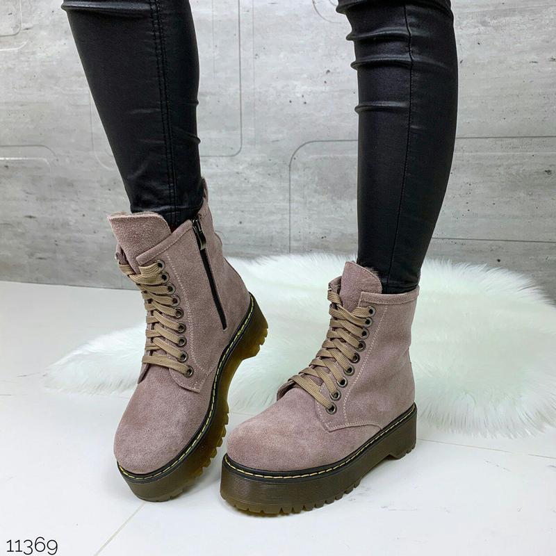 Зимние пудровые ботинки из натуральной замши