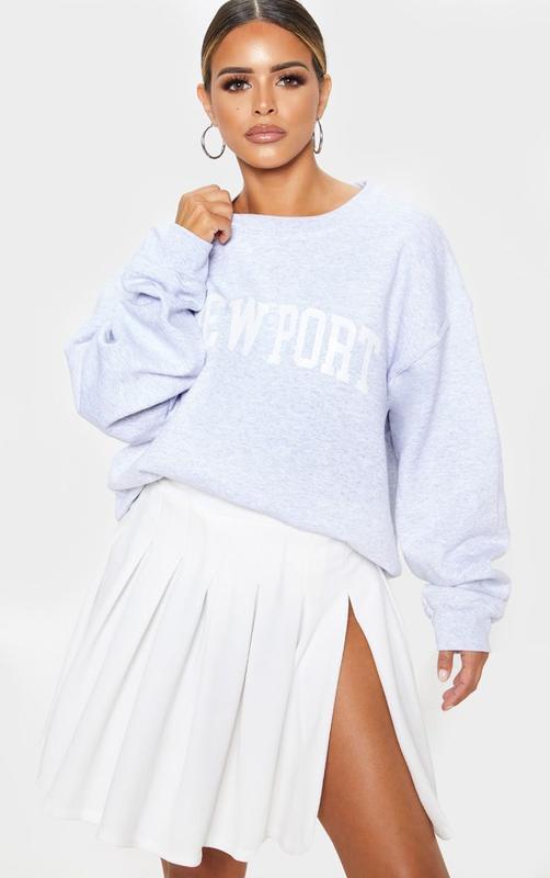 Белая теннисная юбка с разрезом
