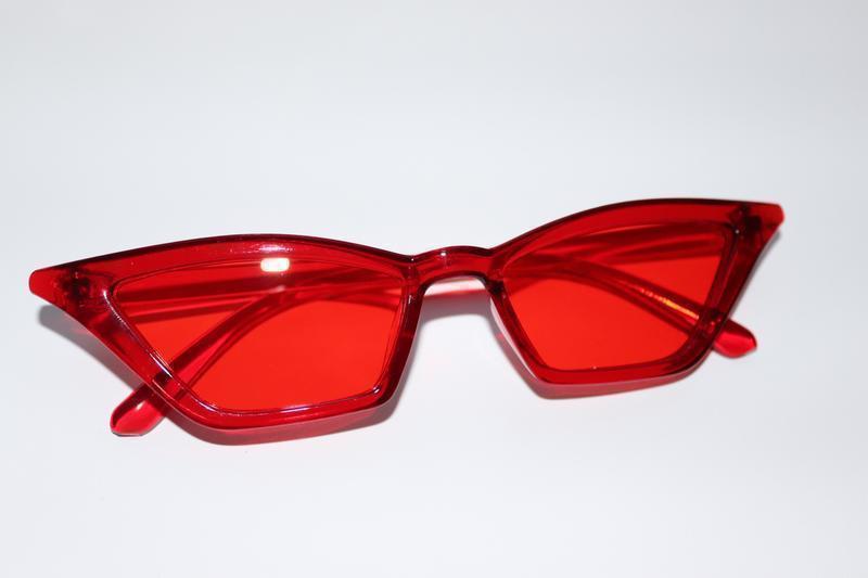 Стильные красные очки