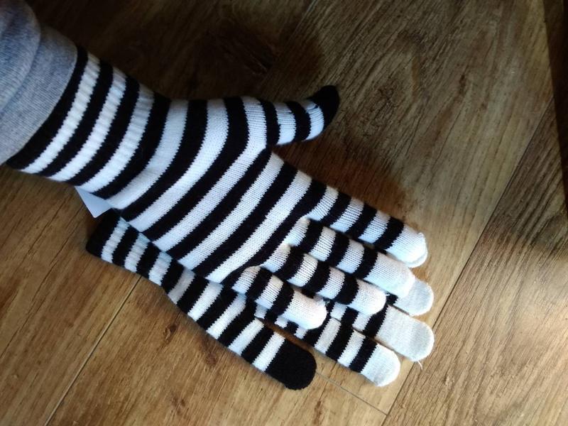 Перчатки детские полосатые в наличии