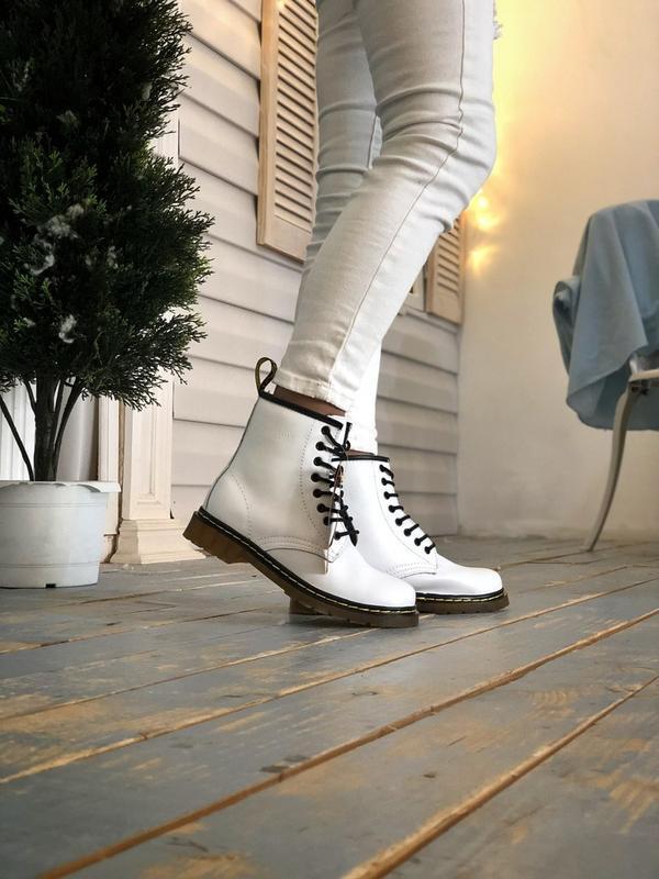 Женские белые зимние ботинки с мехом dr martens