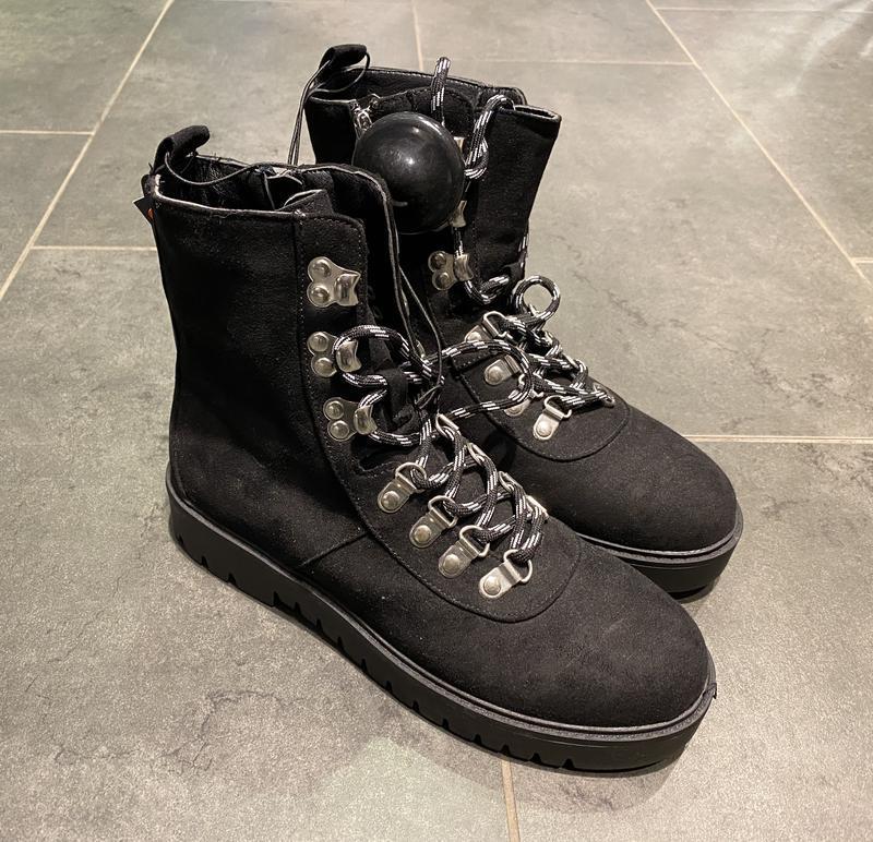Тёплые ботинки на низком ходу сапоги amisu есть размеры