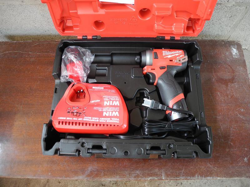 Milwaukee M12 Fuel 2553-22 бесщеточный набор инструмента - Фото 3