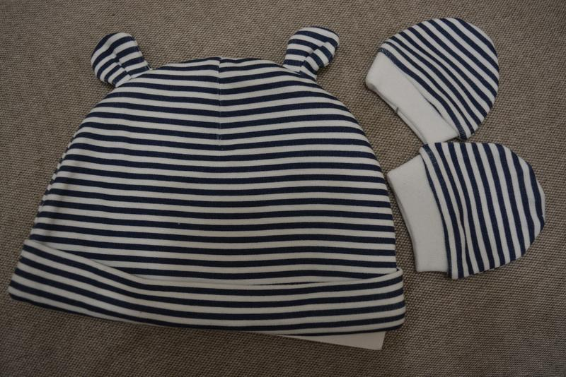 Набір шапочка та рукавички для малюка.