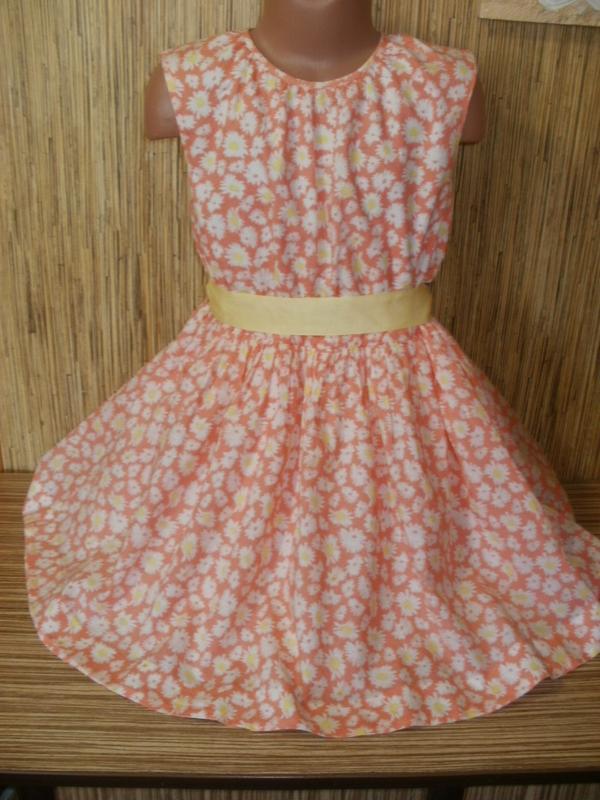 Платье в ромашку на 6-7 лет