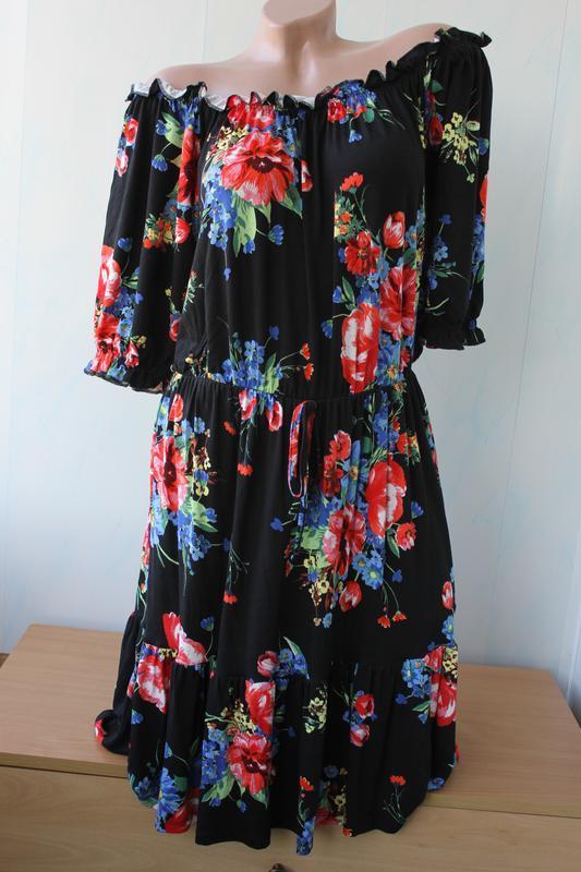 Платье с открытыми плечиками tu