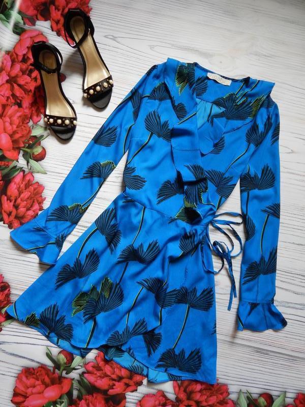 Актуальное, стильное платье на запах с рюшами.  размер l.