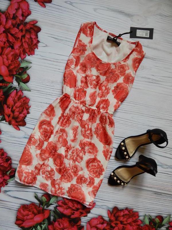 Чудесное, милое платье в розы от mela london. размер m